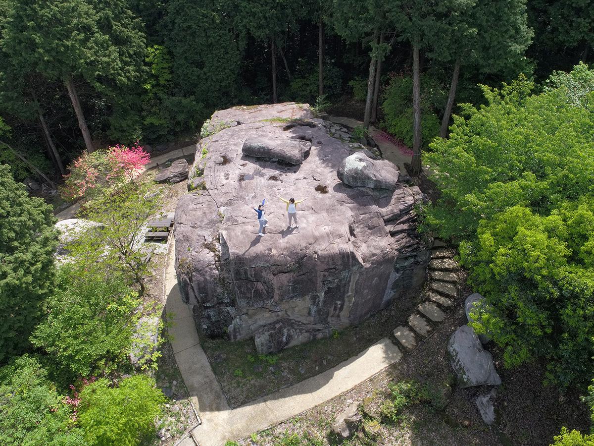 八面山にある雨乞い伝説の巨石