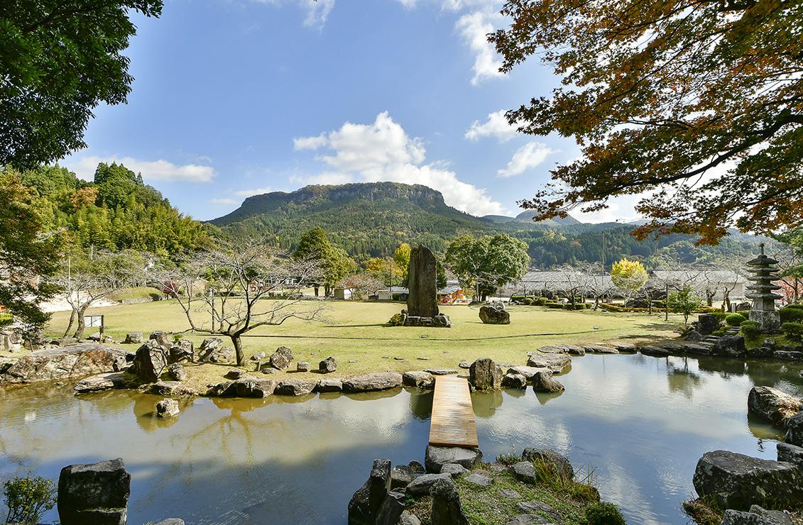 庭園から望む大岩扇山